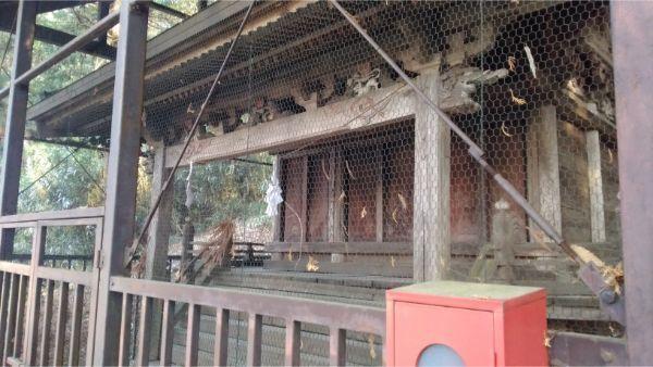 穂見諏訪十五所神社の本殿の正面右側