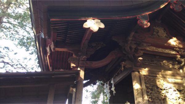 三島神社本殿の向拝右側
