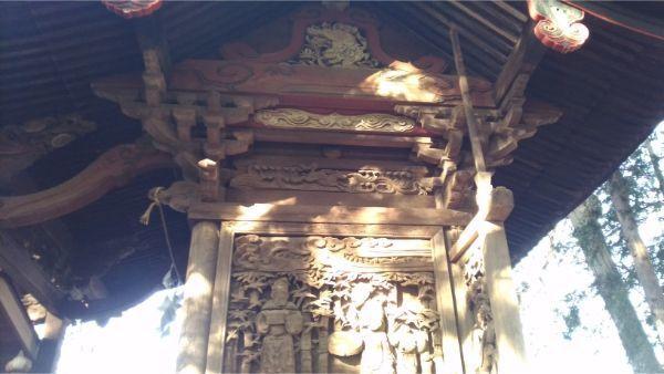 三島神社本殿の右側面