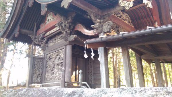 三島神社本殿の左正面の図