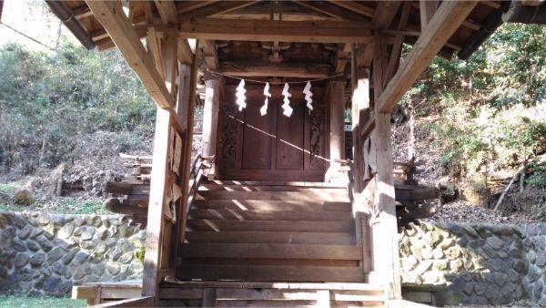 御牧子安神社の本殿正面