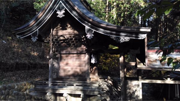 御牧子安神社本殿の全体図