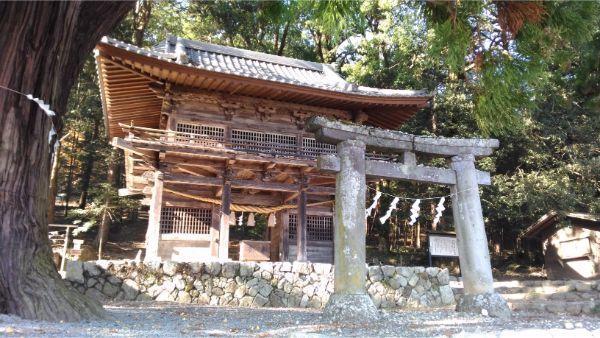 武田八幡宮の鳥居と総門