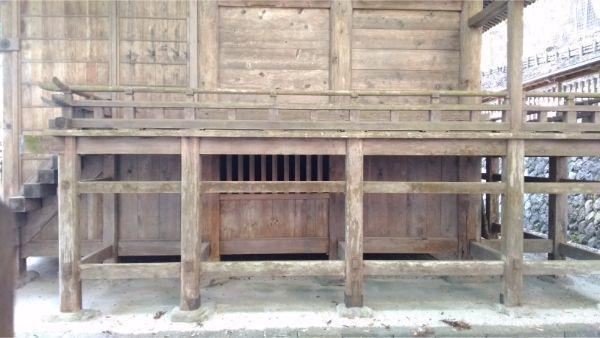 武田八幡宮本殿 右側面の縁側