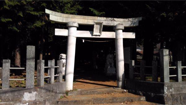 倭文神社降宮の境内入口