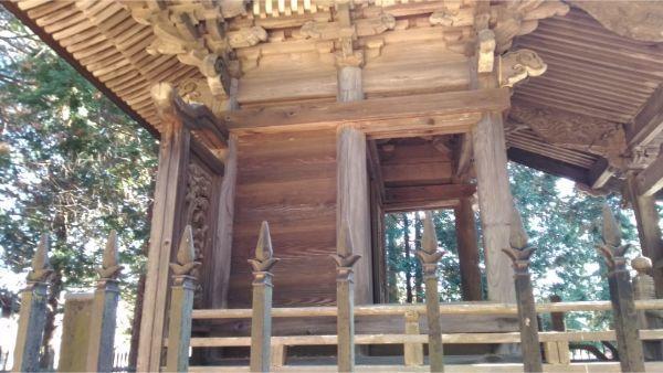 倭文神社降宮の本殿右の縁側