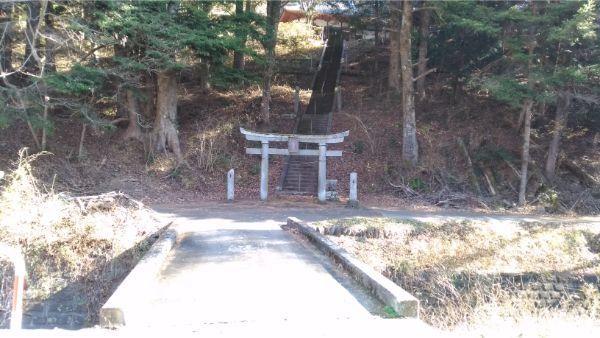 本宮倭文神社の境内入口