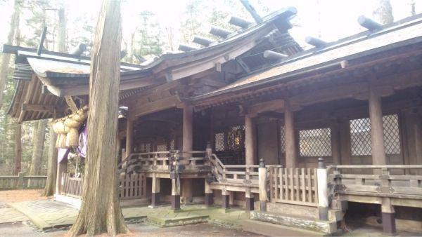 小野神社の拝殿と片拝殿