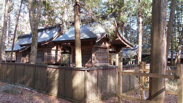 小野神社本殿の背面