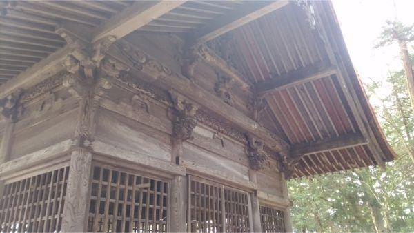 矢彦神社の神楽殿背面