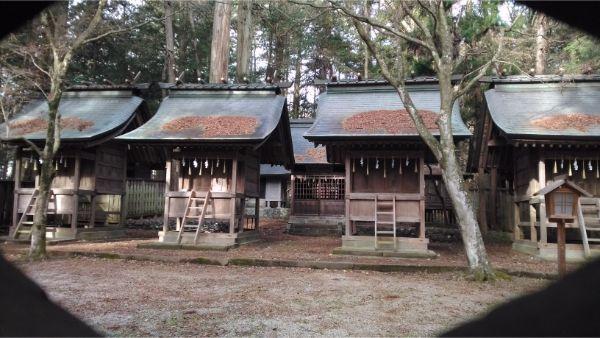 矢彦神社の本殿4棟