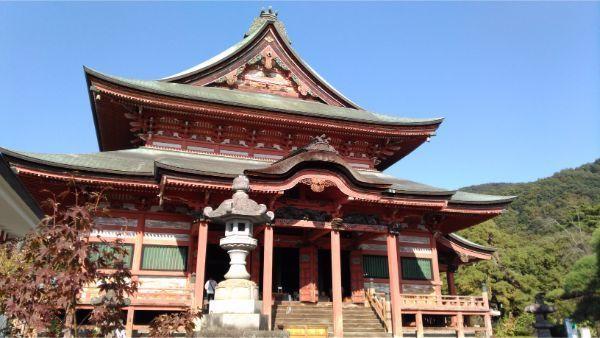 甲斐善光寺本堂の左正面