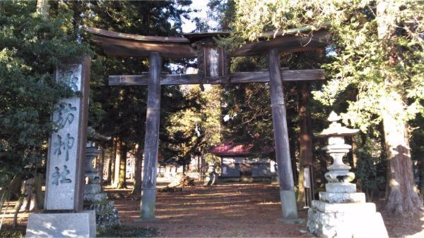 諏訪神社の境内入口
