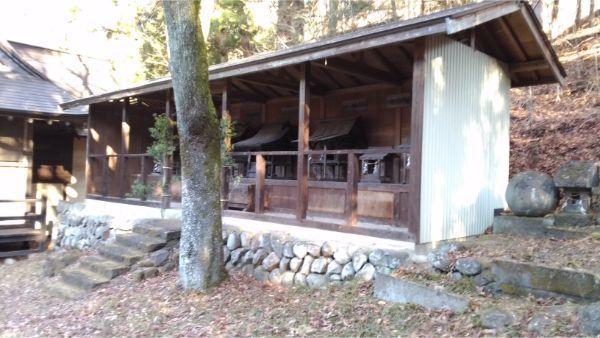 松尾神社の境内社と丸石神