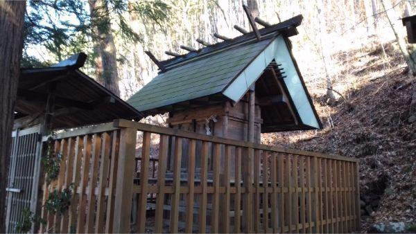 松尾神社境内社、山神社の本殿