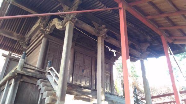 松尾神社本殿の軒下