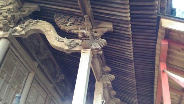 松尾神社本殿の向拝
