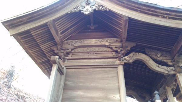 松尾神社本殿の側面