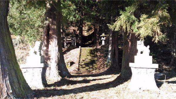 蓼科神社の参道