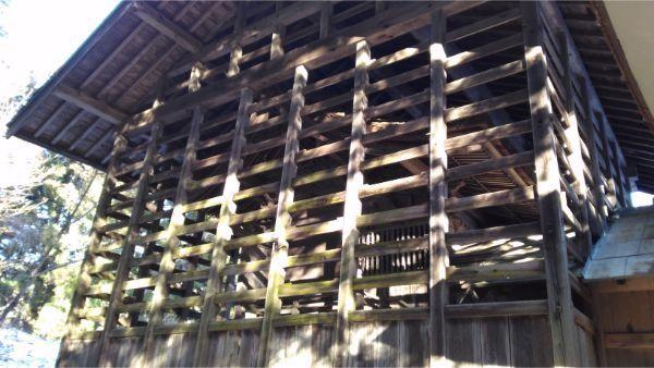蓼科神社本殿の覆い