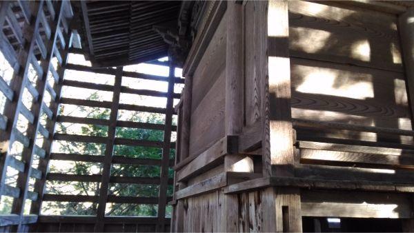 蓼科神社本殿の背面