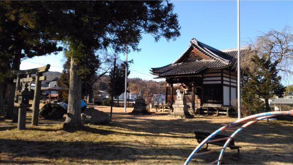 諏訪神社の拝殿・本殿覆い