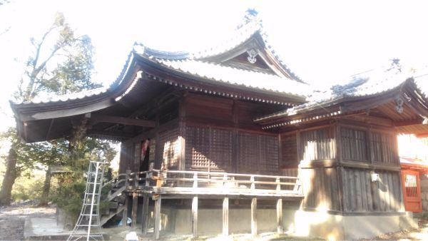 滋野神社拝殿の全体図