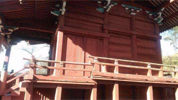 滋野神社社殿の右側面