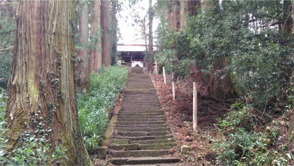 菅原神社の参道と随神門