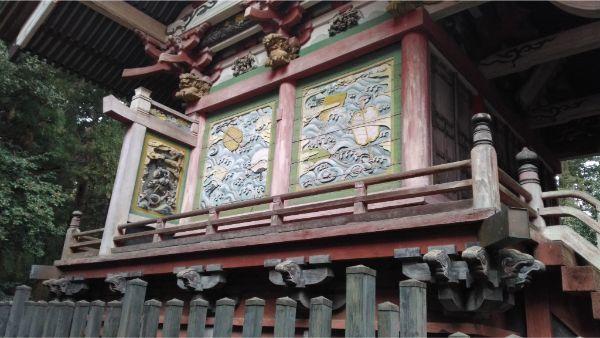 菅原神社本殿の左側面の彫刻