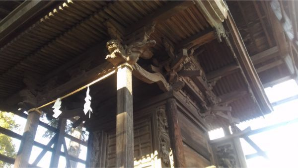 白鳥神社の新海宮正面右