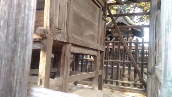 白鳥神社の新海宮背面