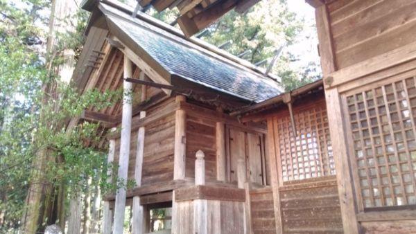 日置神社(上生坂)本殿の左正面