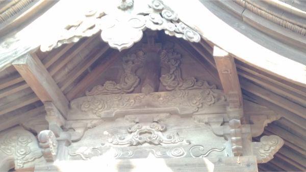 伊和神社本殿の妻壁