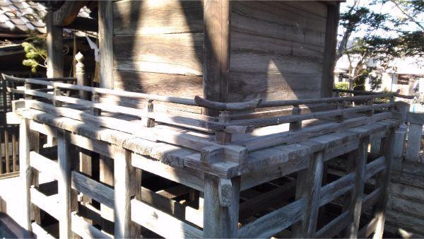 伊和神社本殿の縁側