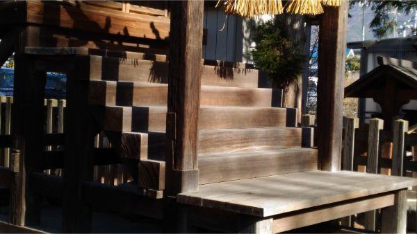 若宮八幡社本殿の階段と浜床