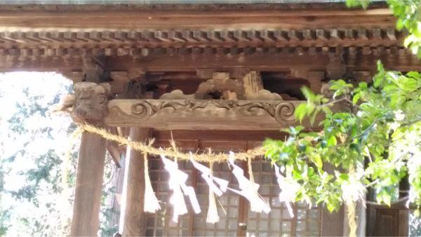 都波岐神社本殿の向拝
