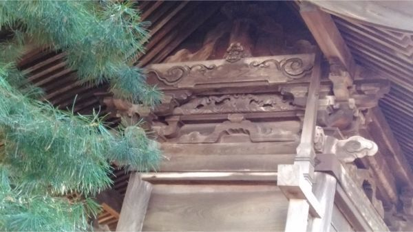 都波岐神社本殿の右側面