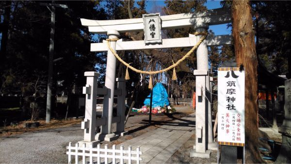 筑摩神社の境内入口