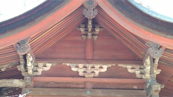 筑摩神社本殿の妻壁