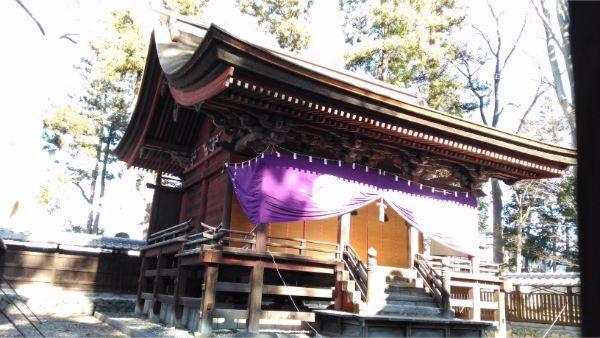 筑摩神社本殿の左正面