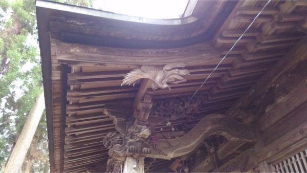日連神社拝殿の向拝側面