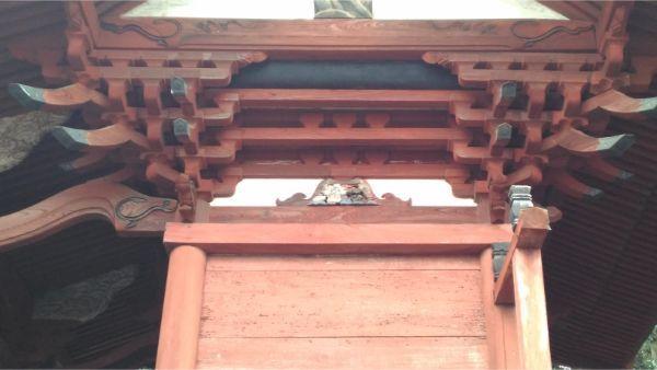 諏訪神社本殿の右側面妻壁