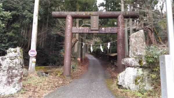 軍刀利神社の鳥居