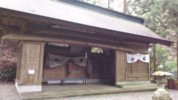 軍刀利神社の奉納品