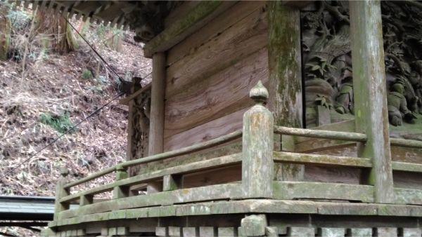 軍刀利神社本殿の左後方
