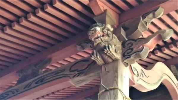 春日神社本殿の向拝