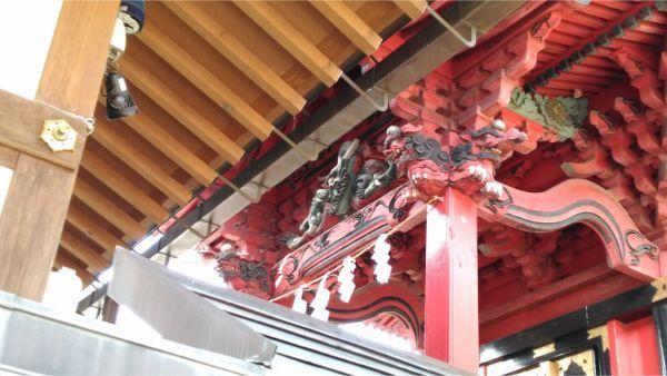 三嶋神社本殿の向拝中備え