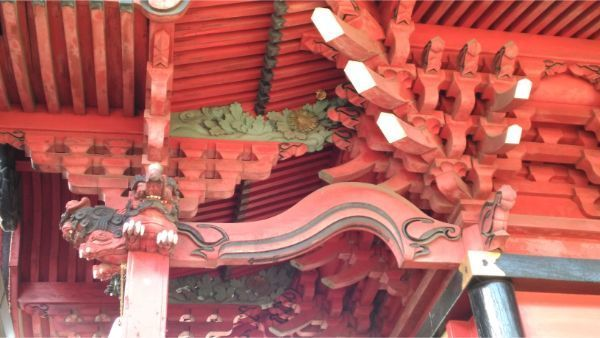 三嶋神社本殿の向拝右側面