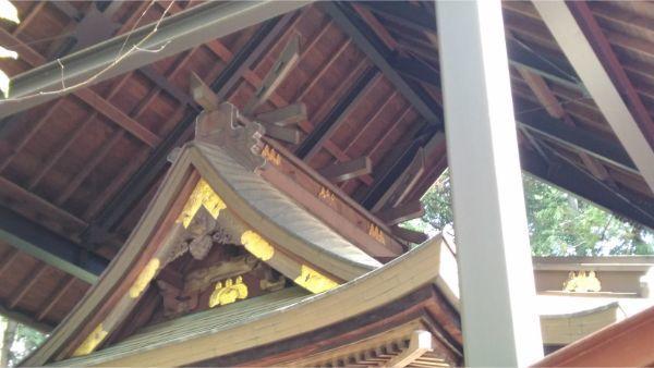 春日神社本殿の棟
